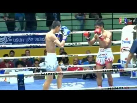 Professional Muay Thai Boxing from Lumphinee Stadium on 2015-02-07 at 10 pm