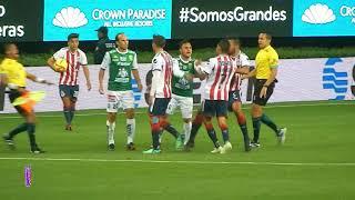 BRONCA Isaac Brizuela vs Landon Donovan | Chivas vs León 0-2