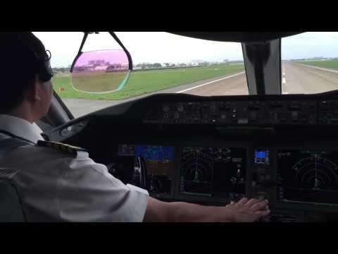 Vietnam Airlines Boeing 787-9 Dreamliner Take-off Cockpit At TanSonNhat