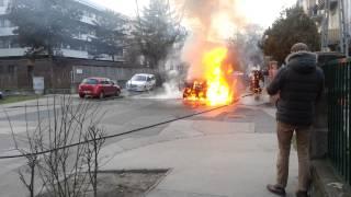Égő autó tűzoltása a Dorozsmai, Amerikai út sarkán :(