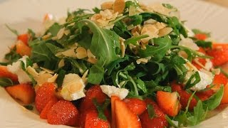 Салат из клубники с рукколой. Рецепт от шеф-повара.
