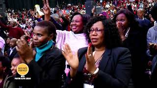 A doubtful woman publicly CHALLENGES Pastor Alph Lukau