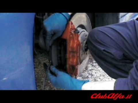Cambio pastiglie freni anteriori diam. 330 mm Alfa 156 GTA