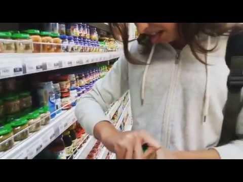 Девочка засунула пальчик в попу видео фото 619-574