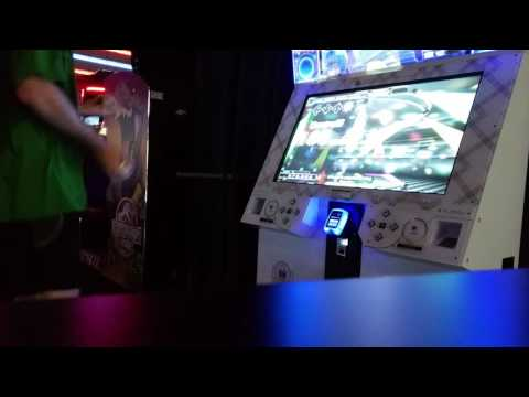 Marvelous Full Combo on DDR while Juggling