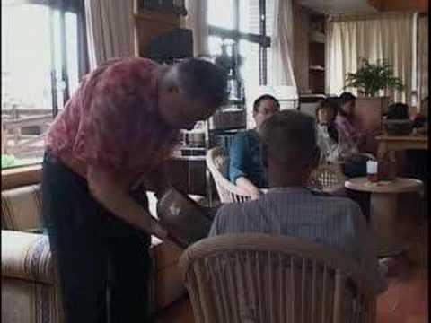 Hans de Back至花蓮慈濟醫院進行聲音治療