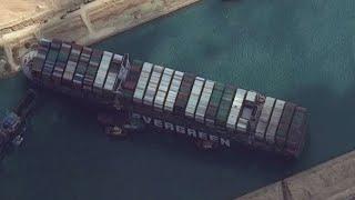אחרי 6 ימים ו-70 מיליארד דולר: הספינה עדיין תקועה בתעלת סואץ