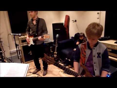 Pete Friesen jams Motorheads's Ace Of Spades with Newbury Rock School kids aged 9 to 14