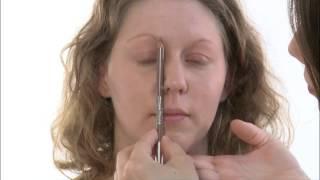 Maquillage médical - Dermatite atopique : peau sèche avec lésions de grattage