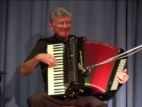 Teddy Bears Picnic played by Harry Hussey on Accordion