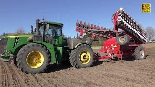Landwirtschaft an der Ostsee  36-reihig Rüben drillen Tractor John Deere 9520R & 18m Horsch Maestro