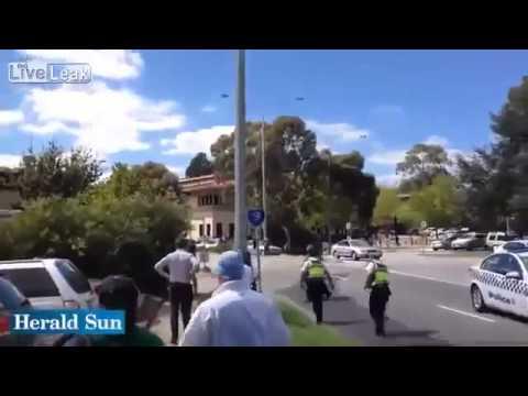 NAKED GUY FIGHTS POLICE IN AUSTRALIA