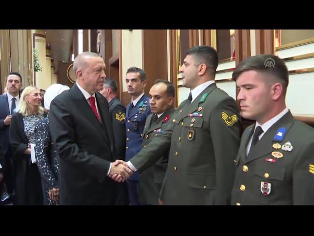 Cumhurbaşkanı Erdoğan'ı Kabul Töreni'nin yapıldığı salonda askerler karşıladı