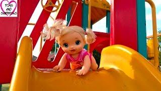 Видео для девочек с куклами Пупсики Беби Элайв горки качели Играем в дочки матери