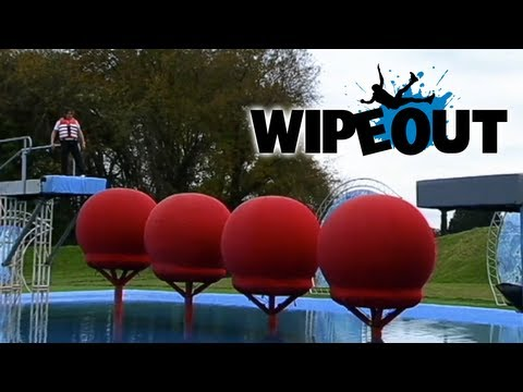 Richard Hammond attempts the Big Red Balls Wipeout