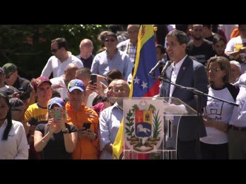 Guaidó pide a máis militares que se unan a eles