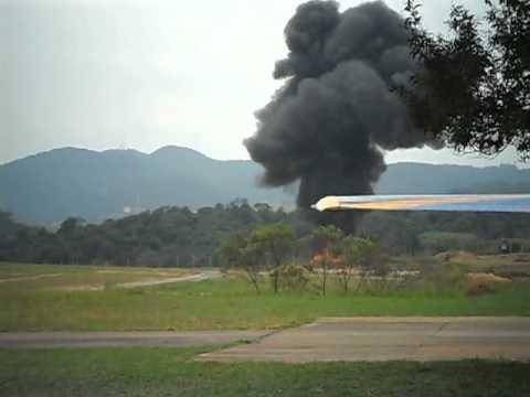 Avião cai em Jundiaí - Sem cortes (2012)