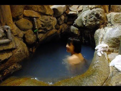湯の峰温泉「つぼ湯」で入浴中の美女にばったり遭遇!「壺湯」と「湯筒」「共同浴場」夜の湯の峰温泉情緒~宿「くらや」