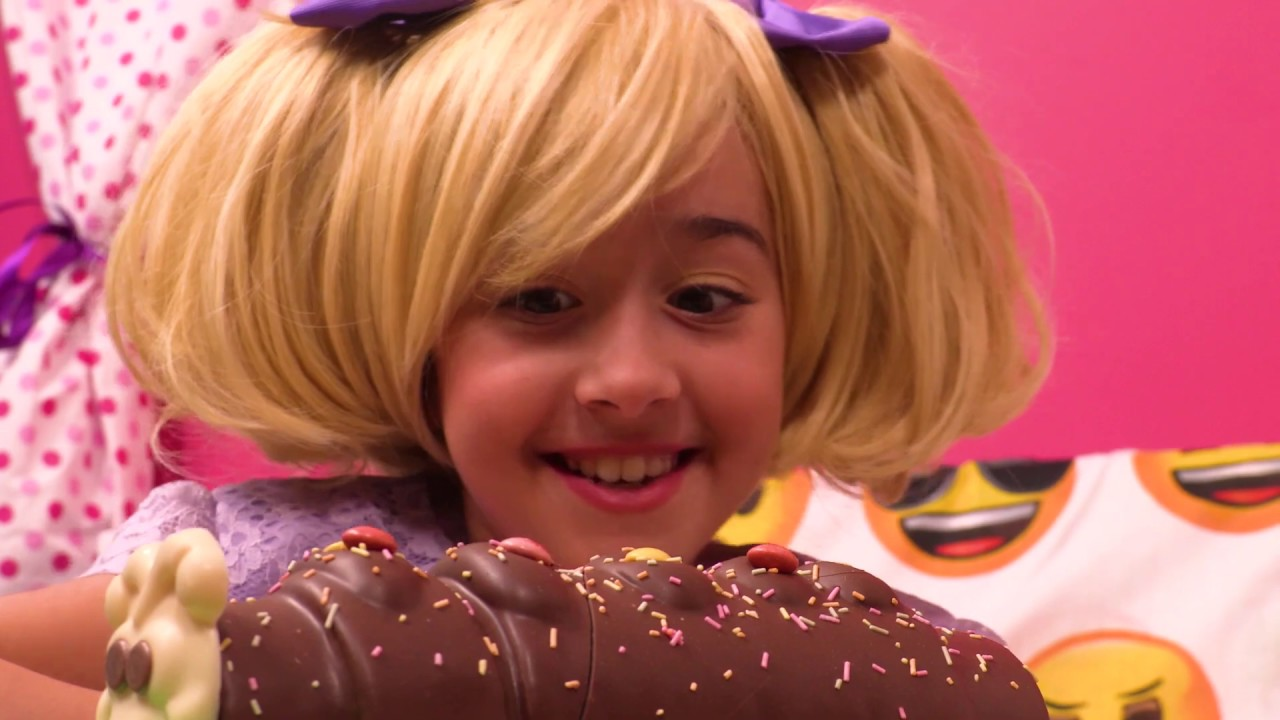 Download Esme's Cake Calamity ⭐ 1-Hour Compilation ⭐ Princesses In Real Life | Kiddyzuzaa - WildBrain