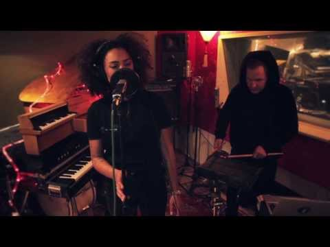 Naomi Pilgrim - No Gun (Live Studio Session)