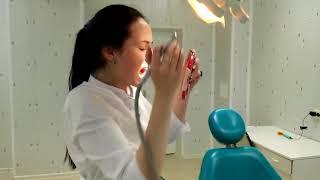 врач сверлит сама себе зуб - до мурашек по коже