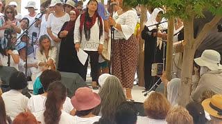 1500 متظاهر أمام منزل نتنياهو للمطالبة بالسلام وإنهاء الصراع..فيديو