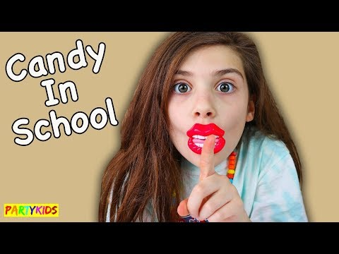 HOW TO SNEAK CANDY IN CLASS WITHOUT GETTING CAUGHT!! DIY SCHOOL PRANKS!!