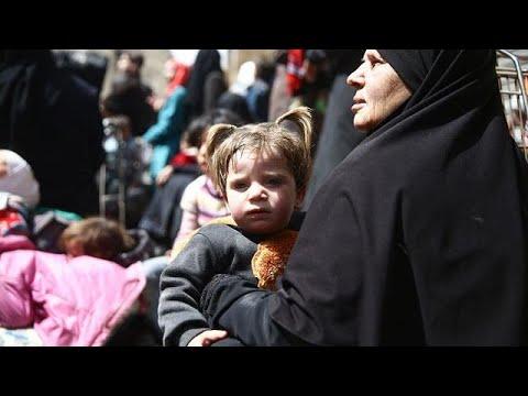 خروج عديد المدنيين من الغوطة الشرقية وتبادل للأسرى في حرستا  - نشر قبل 18 دقيقة