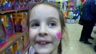 Іграшки а магазині Антошка