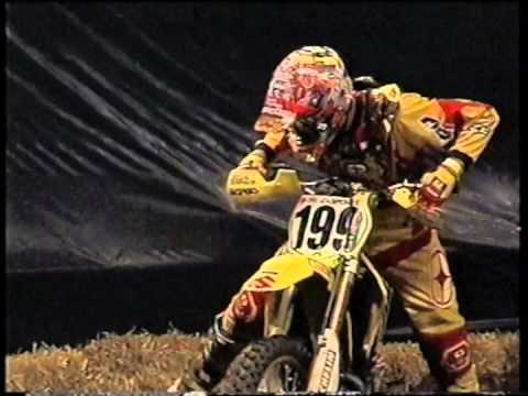 2001 Sydney Supercross Masters Night 2 - 250 Final (Travis Pastrana and Chad Reed)