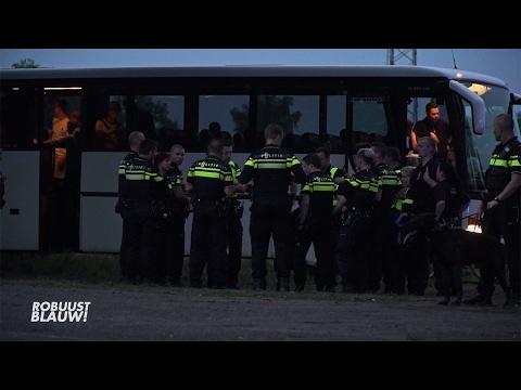 Voetbalfans op de vuist in bus