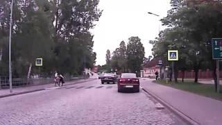 Tragedia była blisko… - potrącenie na przejściu dla pieszych zarejestrowała kamera
