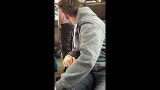 Nasraná cikánka ve vlaku