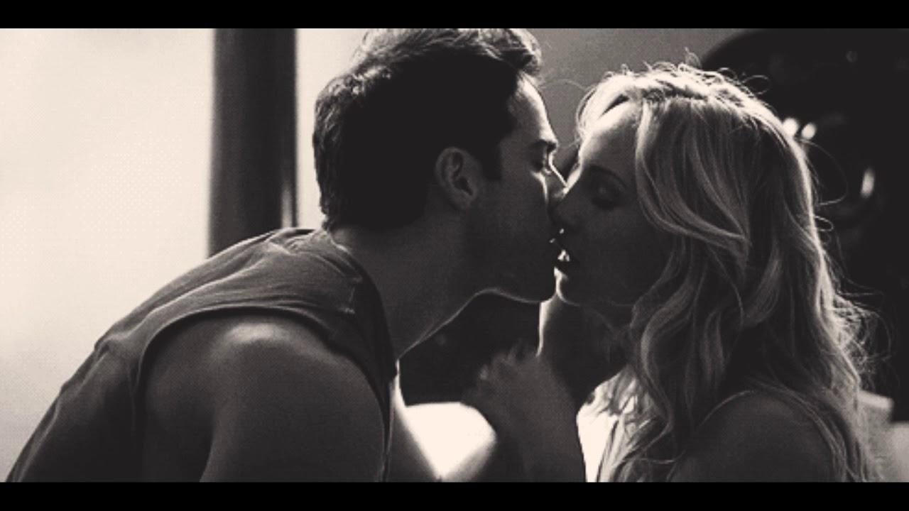 Поцелуй гифка