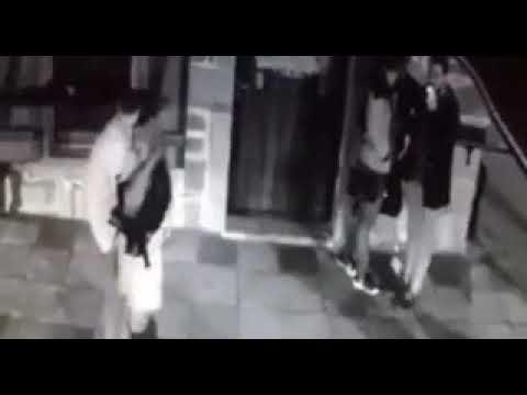 Pripadnici policije prebijaju trojicu mladića u centru Podgorice ispred kafe bara Bajica