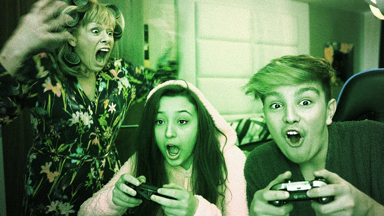 b3bc16bf0b023 Kids get caught playing Fortnite at 3am, Mom freaks out… - YouTube