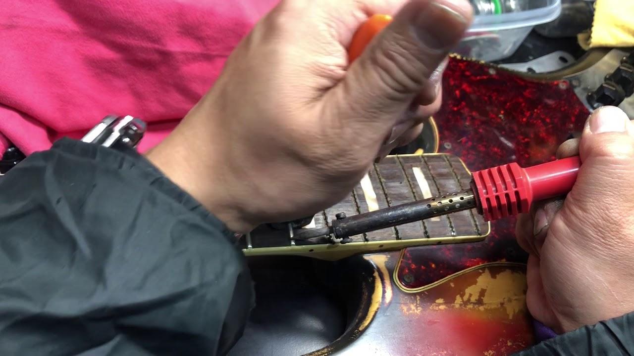 【川越のT.S.G.楽器店】Fender Jazz Bass 70年代ビンテージベースのフレット交換その①「フレット抜き」