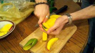 "How to cut and ""peel"" a mango"
