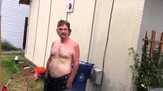 Le gars saoul et la hose
