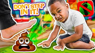 Family PLAY DON'T STEP IN IT! / Avoid The Poo!