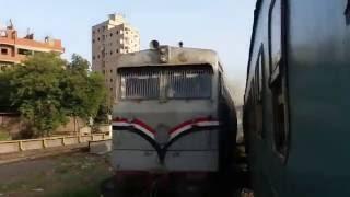 بالفيديو- ''سباق قطارات'' على خط منوف
