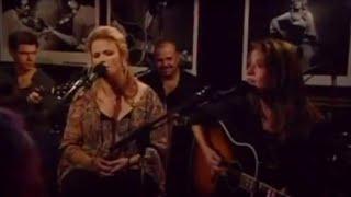 Matraca Berg & Trisha Yearwood – XXX's and OOO's (An American Girl) (Live)