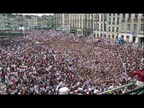 The Biggest Flash Mob ever of Lady Gaga in the Bayonne's festivals in France 2011