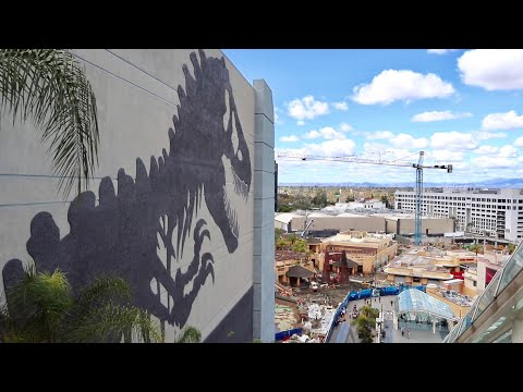Universal Studios Hollywood Construction Update - Jurassic World Mural is Finished / Park Walk Thru