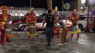 Путешествие в Дубай. Дубай Марина. Jumeirah Beach.(Очень позитивное видео! Шоу на улице около отеля Hilton Dubai. Вызвало просто море эмоций, когда идешь по улице..., 2015-01-29T12:35:27.000Z)