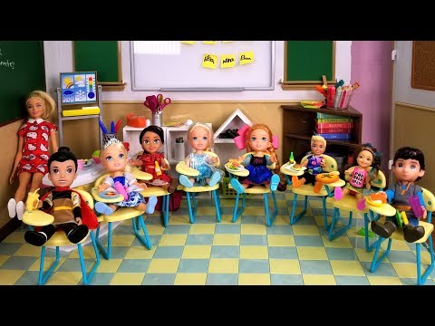 School started ! Elsa and Anna toddlers - first day - new students - Barbie is teacher - classroom