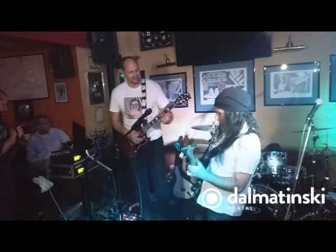 Dino Rađa na gitari