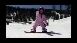 Snowboard это просто даже для годовалых детей(Годовалый ребенок на сноуборде!!! И не стоит а нормально так едет ! Чем раньше поставить на доску или лыжи..., 2012-12-20T12:16:15.000Z)
