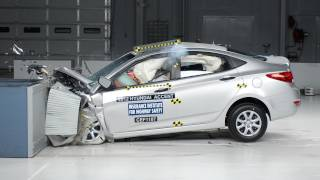 2012 Hyundai Accent moderate overlap IIHS crash test