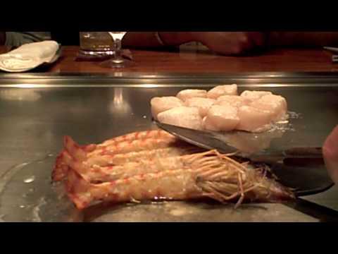 Tokyo- Eating live prawns thumbnail